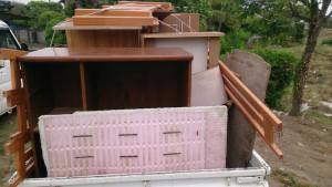 宇佐市で木材、学習机など回収のビフォー写真