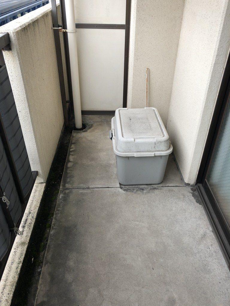 【大分市】ベランダのクリーニング☆コンクリートの黒い染みも綺麗になりお喜びいただけました!